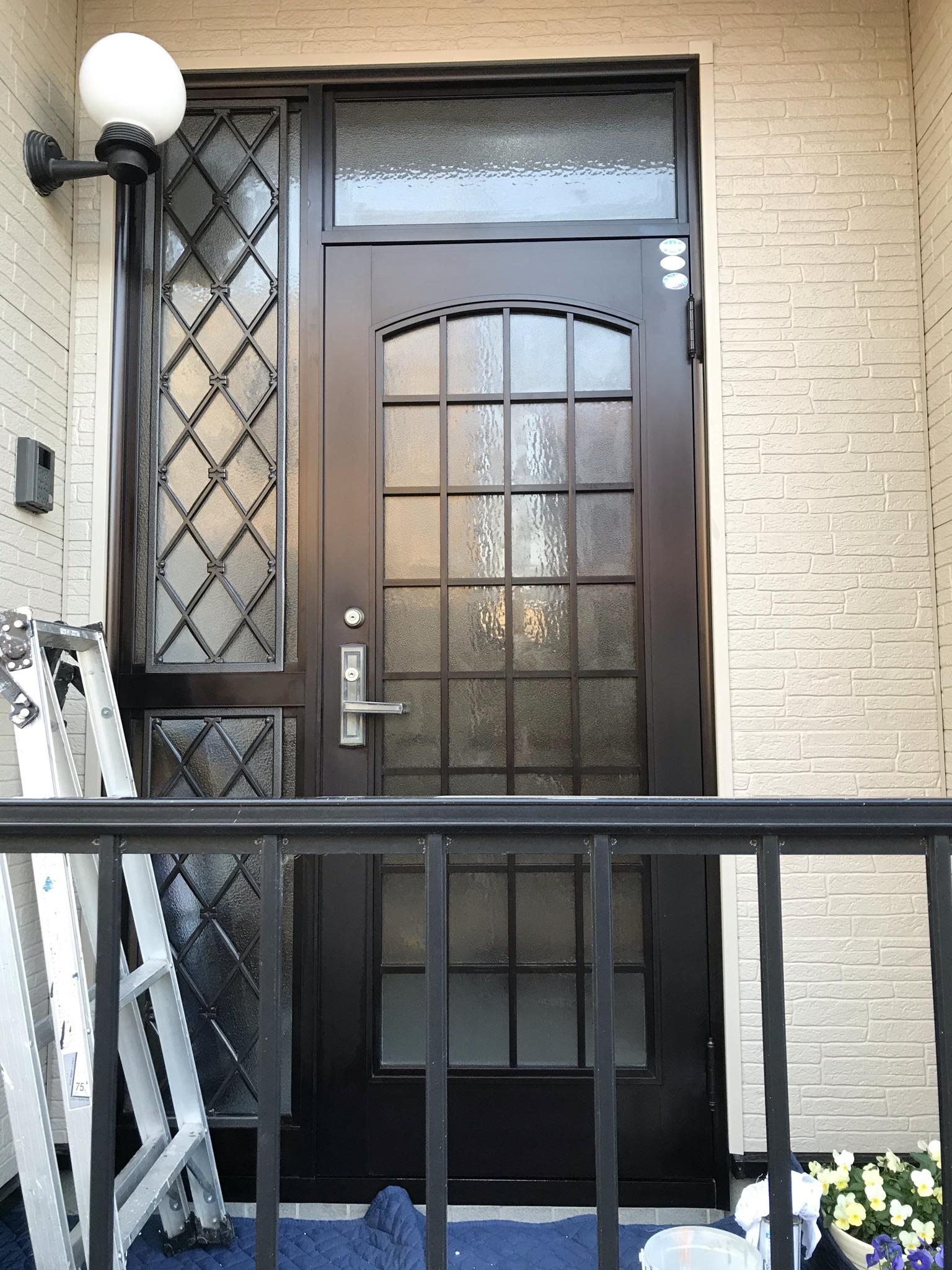 春日部市でベランダ一部補修塗装のお宅玄関ドアをメタルウエアでコーティング
