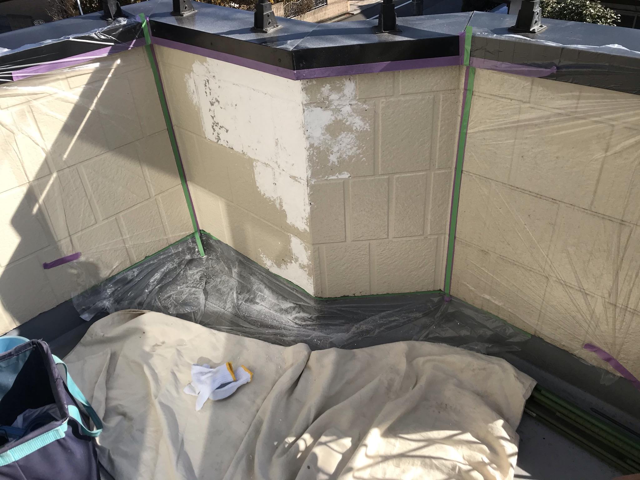 春日部市豊町でベランダ内側塗装不良部分をパテで下地補修後塗装前に養生