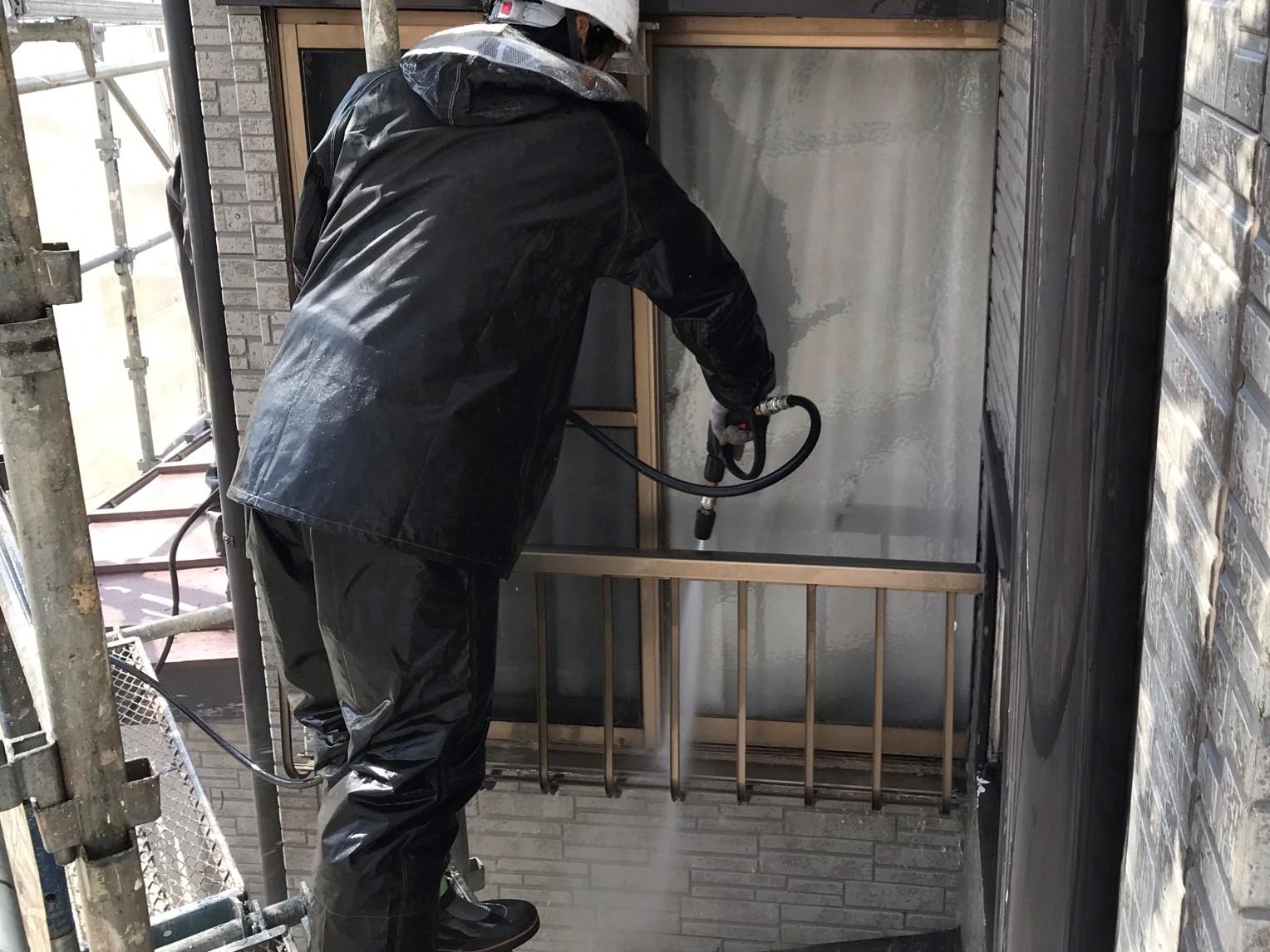伊奈町寿外壁塗装の為窓サッシ溝高圧洗浄