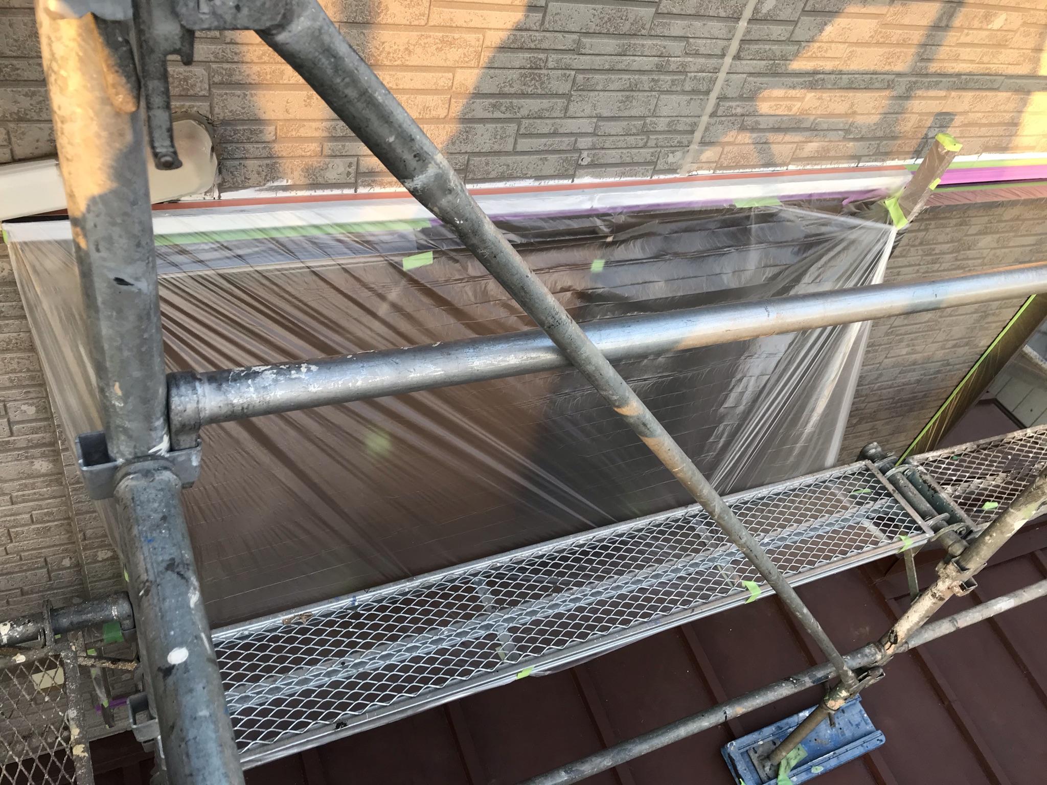 伊奈町外壁塗装の為の養生作業