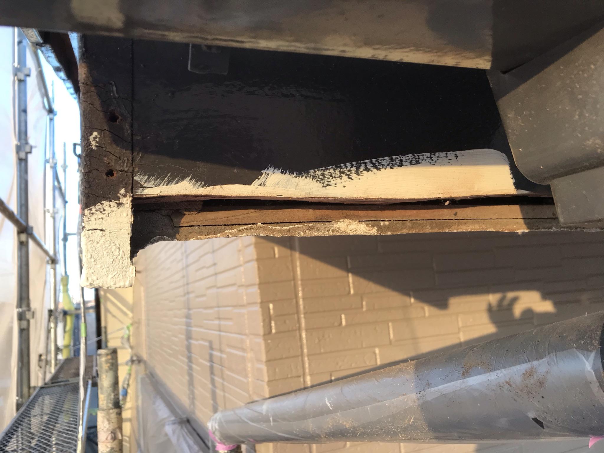 伊奈町外壁塗装工事鼻隠し補修不良部分カット