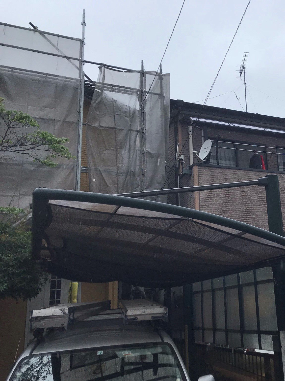 上尾市の屋根外壁塗装の仮設足場設置