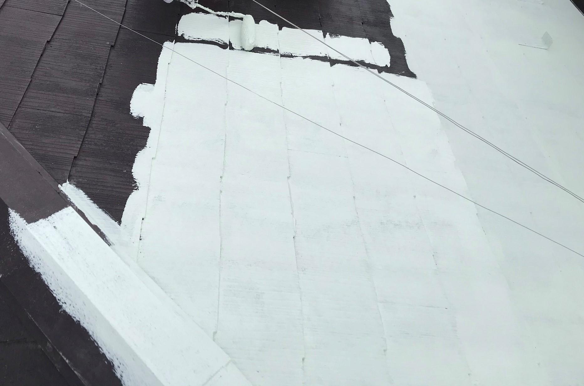 上尾市遮断熱塗料キルコ主材を使って屋根の中塗り1回目塗装