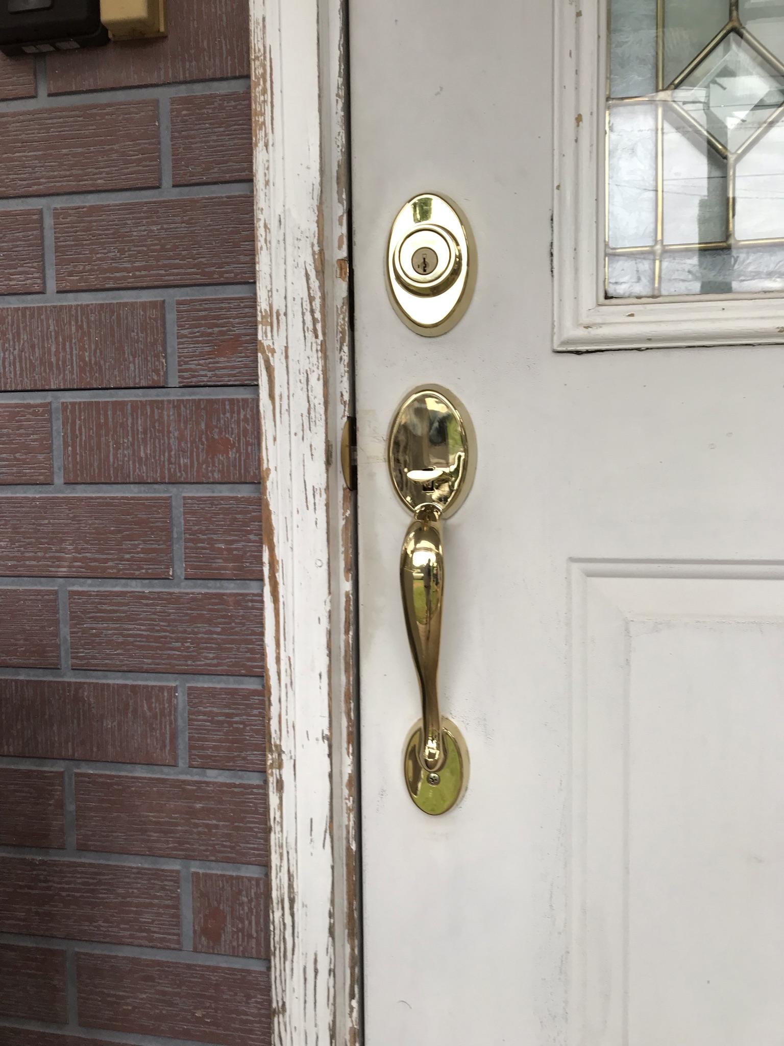 伊奈町輸入住宅全体メンテナンス工事で不具合の玄関ドア錠交換工事後外側