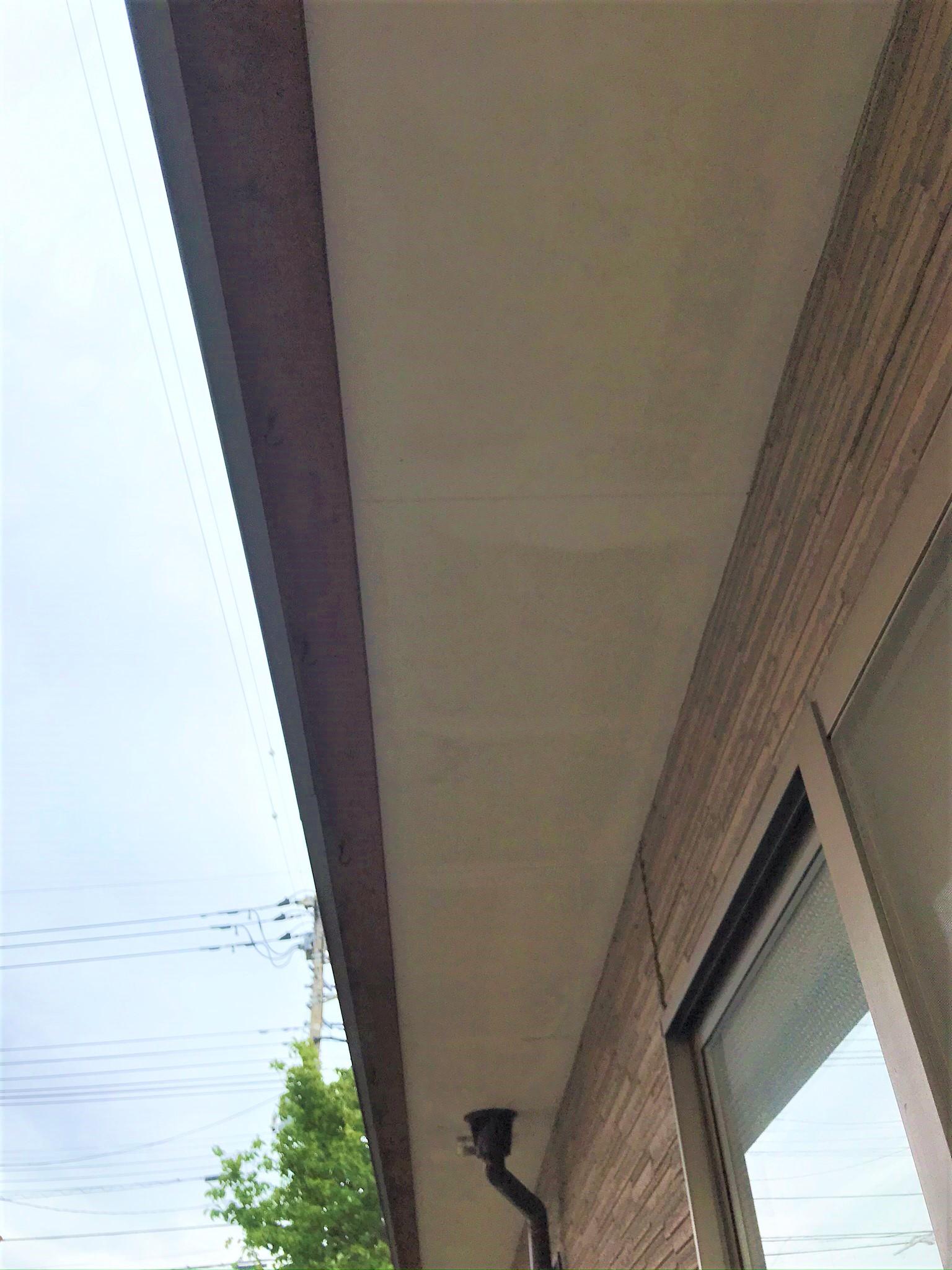 伊奈町の外壁塗装前点検軒天の劣化