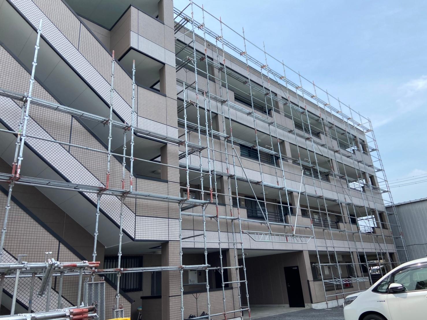 さいたま市北区マンションタイル補修・塗装工事終了し足場解体東側作業