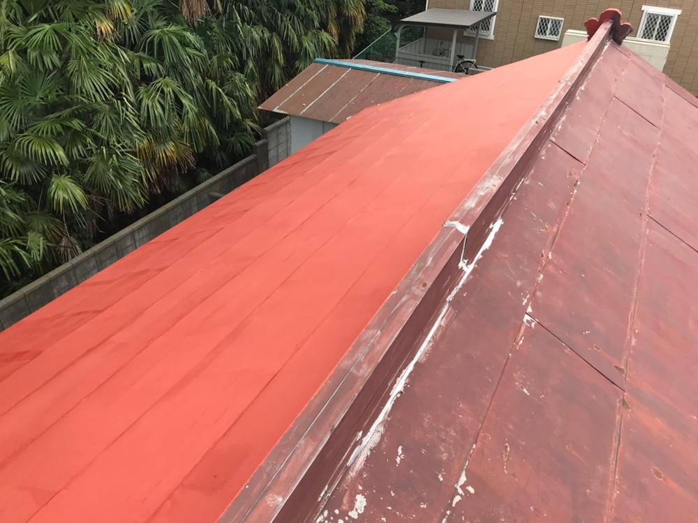 トタン屋根に錆止め下塗り剤塗布
