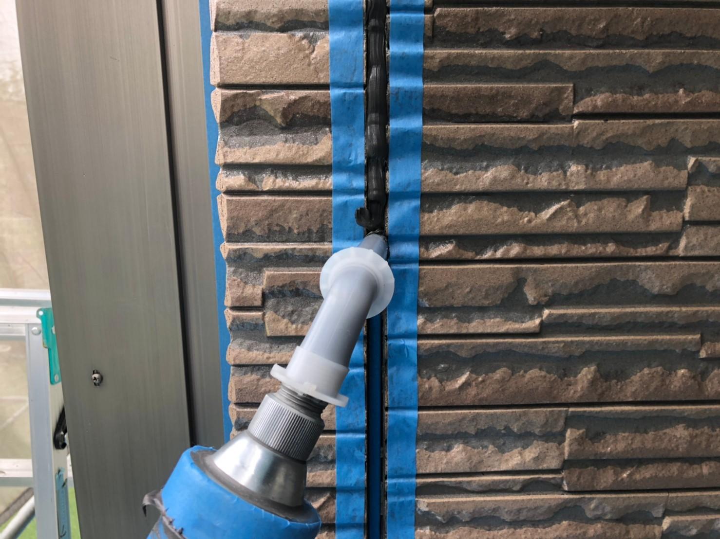 伊奈町外壁の劣化した目地シーリング打替え「オートンイクシード」充填作業