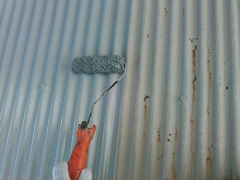 物置屋根下塗り