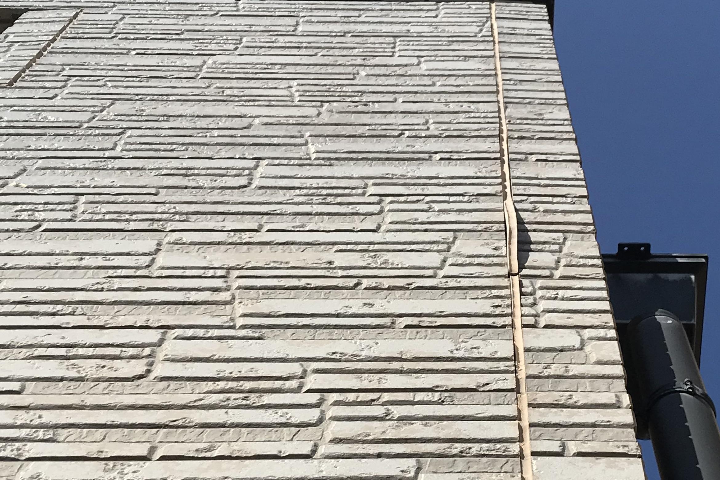 上尾市サイディング南側外壁目地の不具合部分アップ